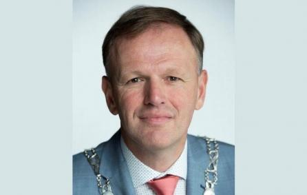 Oproep Burgemeester Van der Kamp gedupeerde ouders kinderopvangtoeslagaffaire